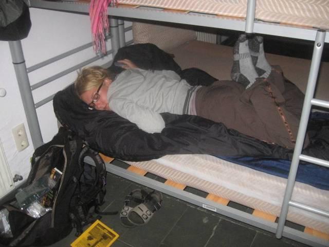 De Sarria a Ventas de Narón, 38 km incluyendo subidas de 600 metros. Maria descansa un poco antes de comer y dormir.